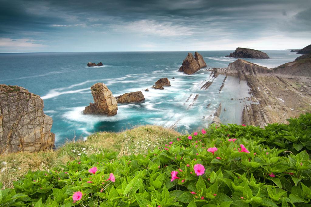 Испания. Ллорет де Мар. Там плещутся волны, и цвета фламинго плывут облака